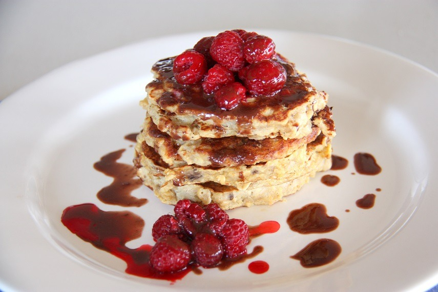 Healthy 4 Ingredient Banana Pancakes www.thehomecookskitchen.com