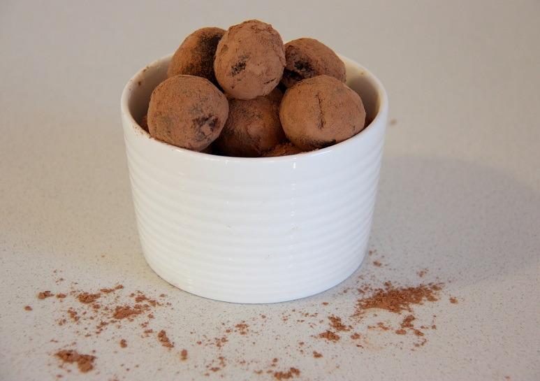 mocha bliss balls www.thehomecookskitchen.com