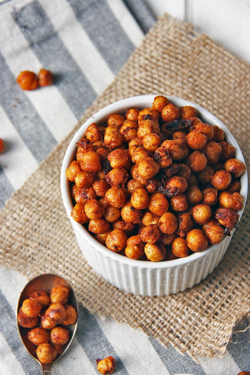 Harissa Spiced Chickpeas- add a little spice to your life! Spiced with harissa and oven roasted until crunchy. www.thehomecookskitchen.com