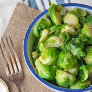 honey glazed brussels sprouts so delicious, so juicy and so good! perfect winter side dish, www.thehomecookskitchen.com