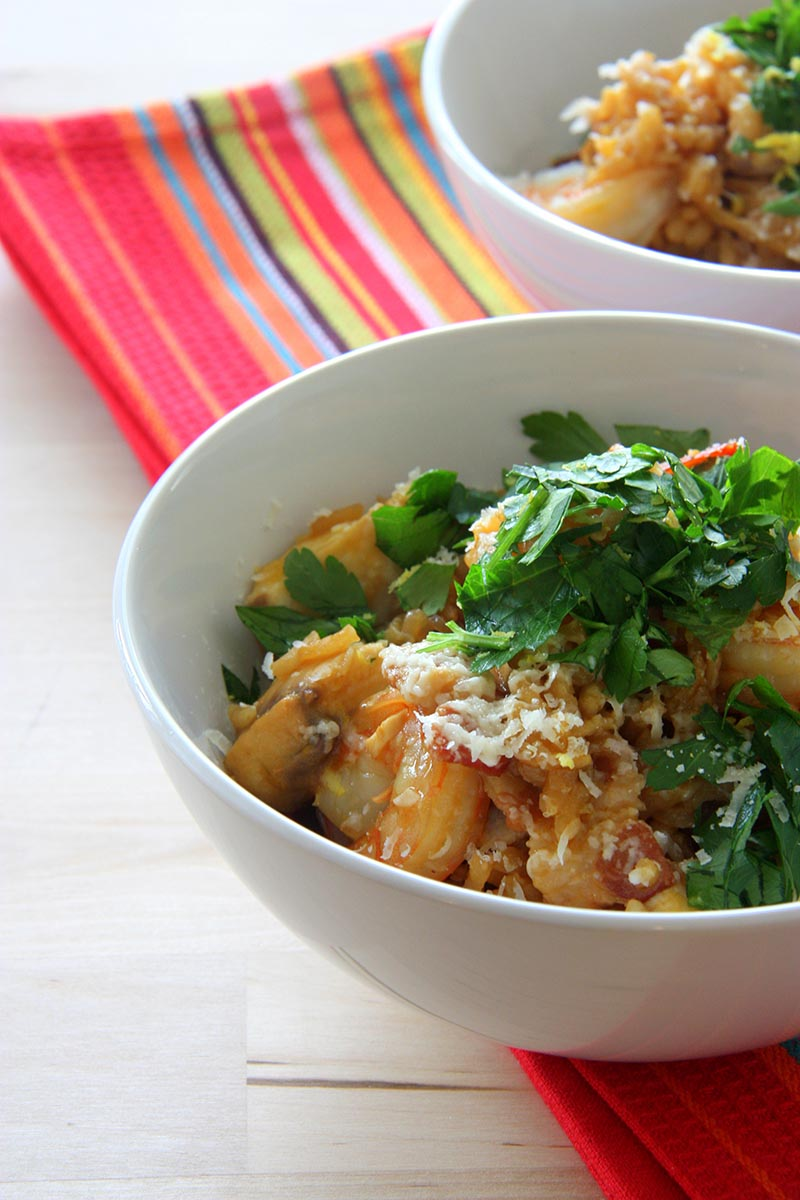 summer seafood risotto www.thehomecookskitchen.com