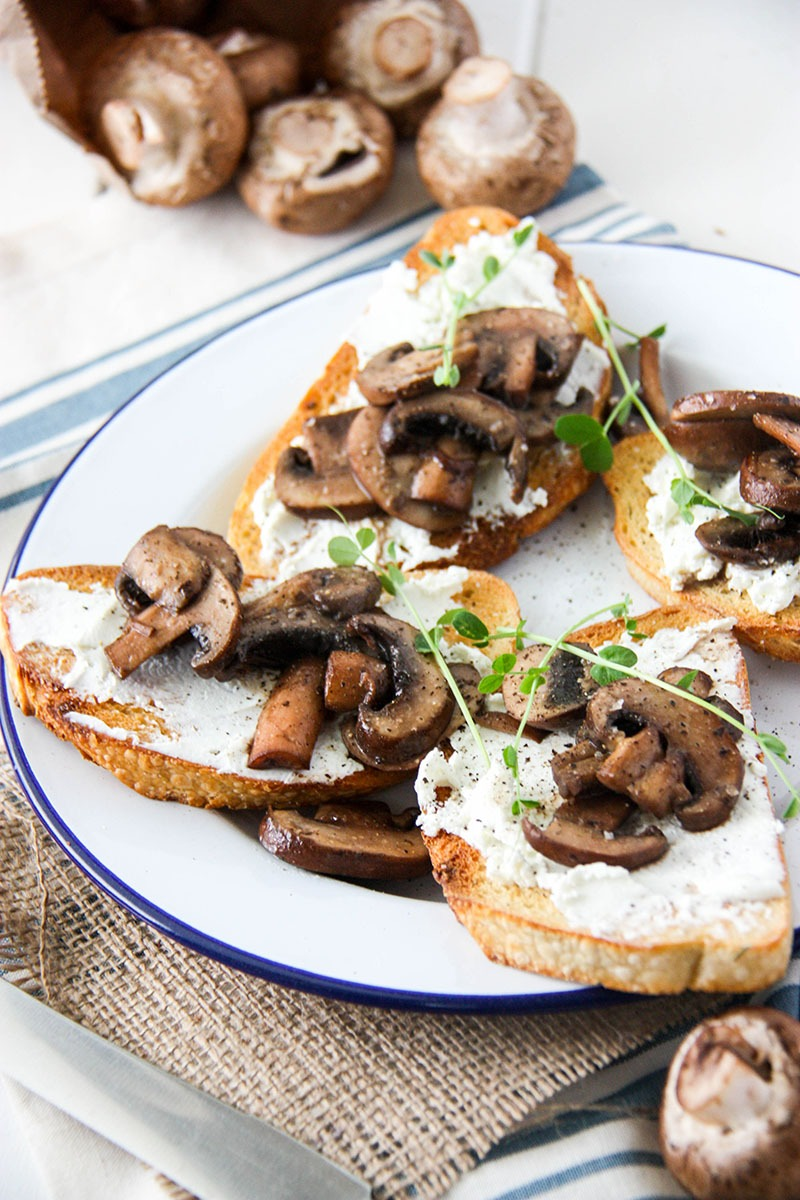 Mushroom Goat Cheese Bruschetta - perfect for a lazy weekend brunch or dinner party get the recipe at www.thehomecookskitchen