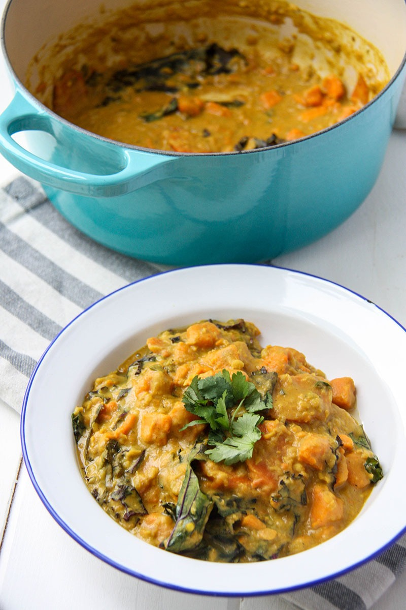 Sweet Potato, Lentil & Kale Curry www.thehomecookskitchen.com easy, weeknight vegetarian meal for busy people