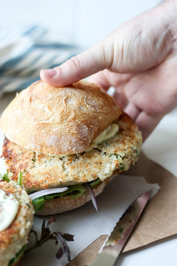 Salmon Burgers with Wasabi Mayo www.thehomecookskitchen.com perfect for entertaiing