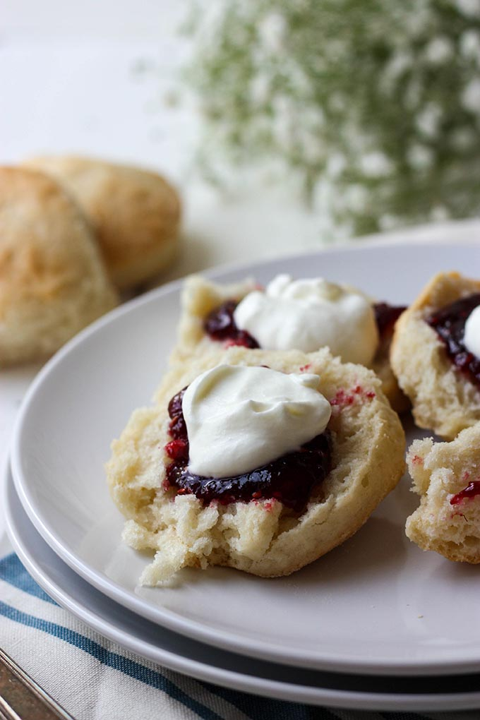 3 Ingredient Lemonade Scones - light, fluffy, easy and so delicious ww.thehomecookskitchen.com