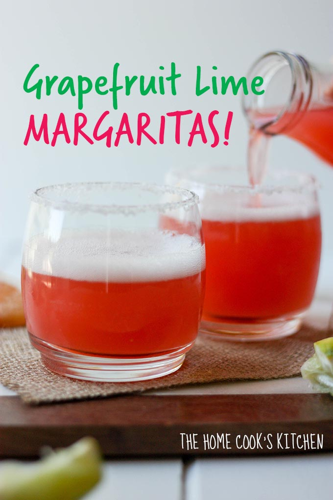 Grapefruit Lime Margaritas - a perfect cocktail for the warmer weather! www.thehomecookskitchen.com