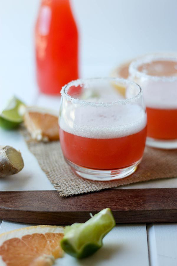Grapefruit Lime Margaritas - the perfect summer drink! www.thehomecookskitchen.com