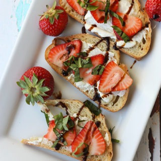 quick and easy! strawberry basil ricotta bruschetta www.thehomecookskitchen.com