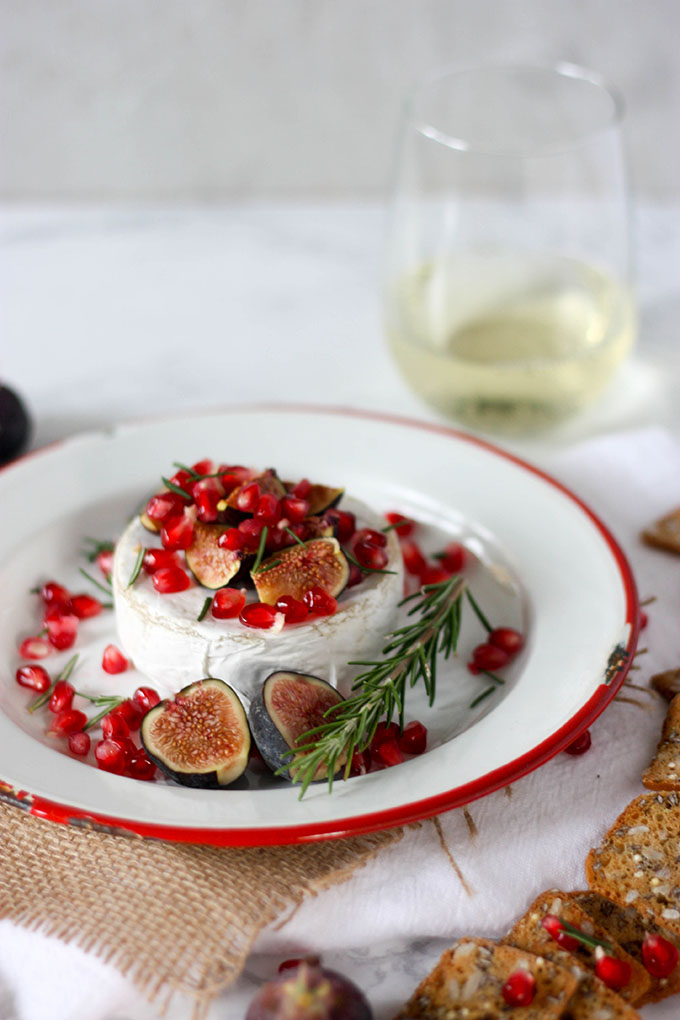 Oven Baked Brie with Fig & Pomegranate www.thehomecookskitchen.com - perfect for a thanksgiving or christmas feast #appetizer #thanksgiving #christmas #holidayseason