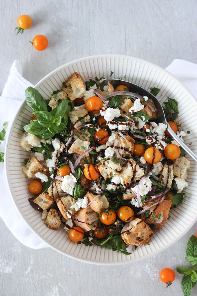 Panzanella Salad - and 5 reasons to visit your local farmers market www.thehomecookskitchen.com