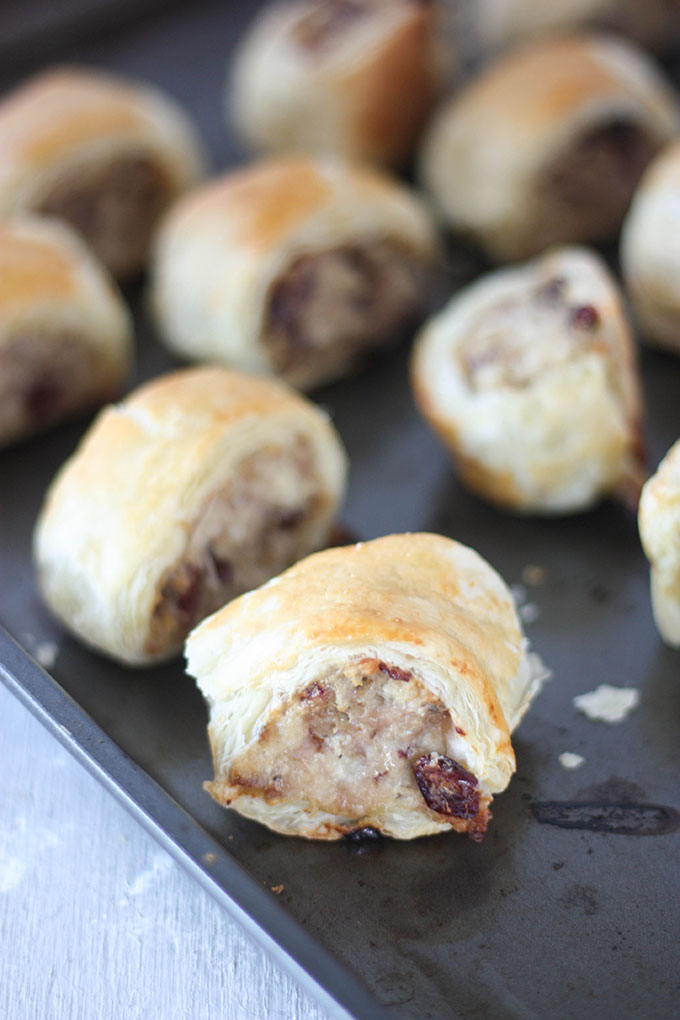 Pork Cranberry & Goat Cheese sausage rolls. Simple, fuss free and so delicious, perfect for your next party! www.thehomecookskitchen.com