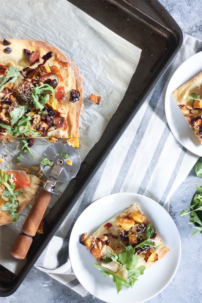 Fall Harvest Pizza www.thehomecookskitchen.com perfect for a girls night in