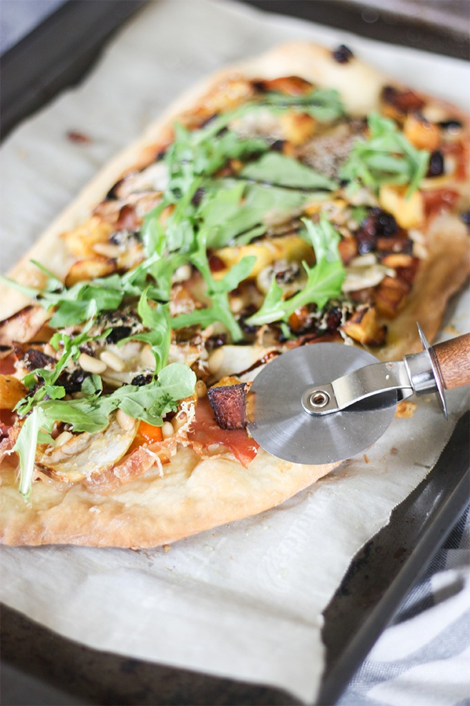 Fall Harvest Pizza www.thehomecookskitchen.com perfect for a girls night or date night in