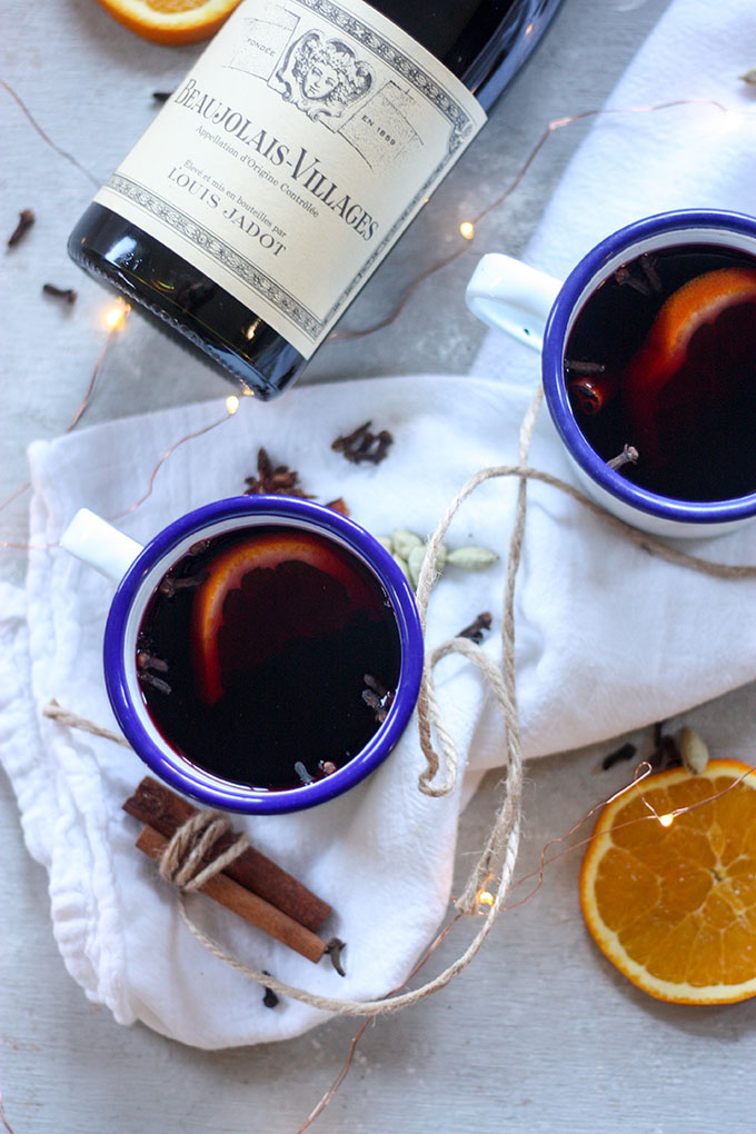 Mulled Wine a spicy blended warm wine perfect for the holidays www.thehomecookskitchen.com