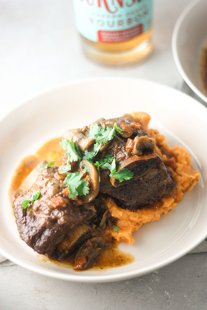 Bourbon Beef Short Ribs perfect for a #datenight or quick #weeknightdinner www.thehomecookskitchen.com