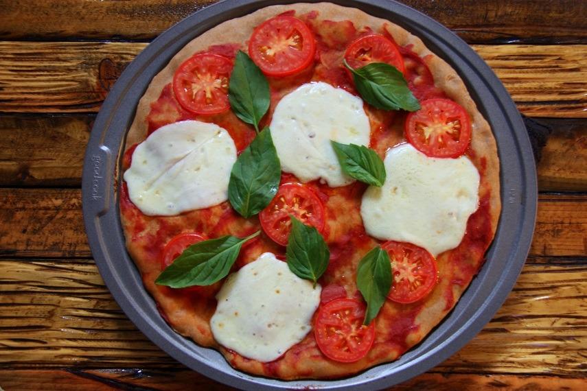 Tomato, Mozarella, Basil Pizza