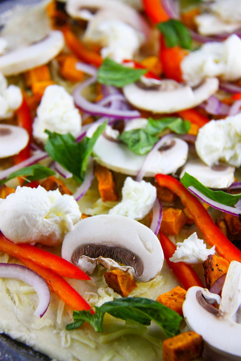 Easy Homemade Vegetarian Pizza www.thehomecookskitchen.com