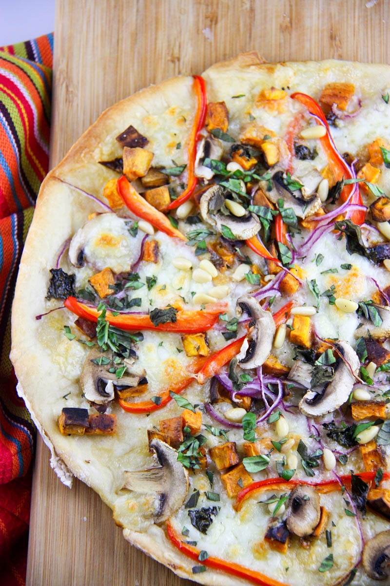 Homemade Vegetarian Pizza - a perfect meal to share with friends www.thehomecookskitchen.com