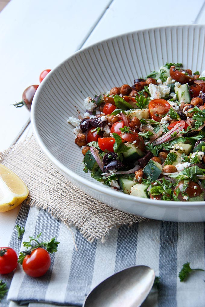 Harissa Chickpea Salad - fresh, crunchy, flavourful and bursting with flavor! www.thehomecookskitchen.com