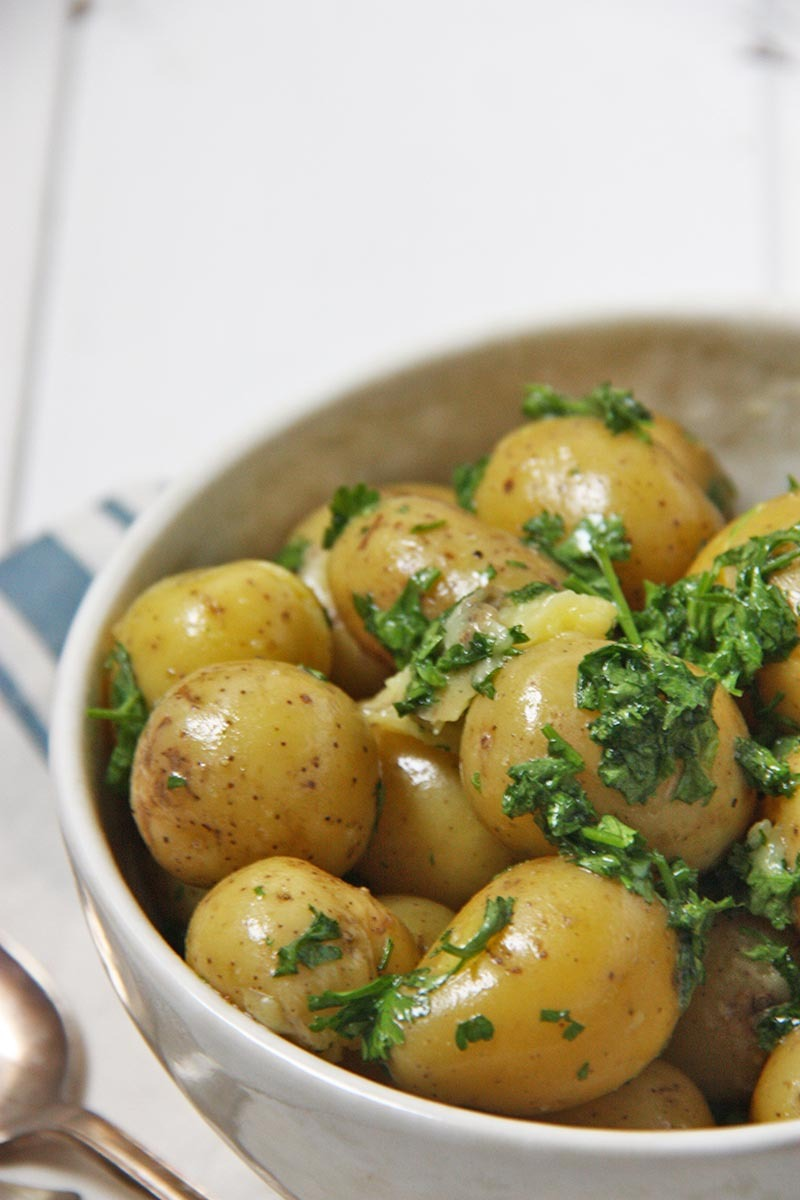 Parsley Butter Potatoes www.thehomecookskitchen.com a perfect, easy side for a special occassion