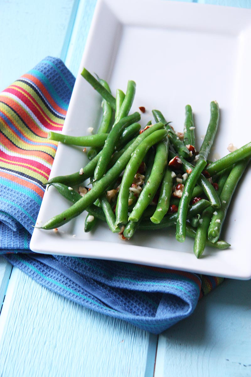 green beans with hazelnut garlic butter www.thehomecookskitchen.com