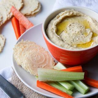Easy Hummus www.thehomecookskitchen.com