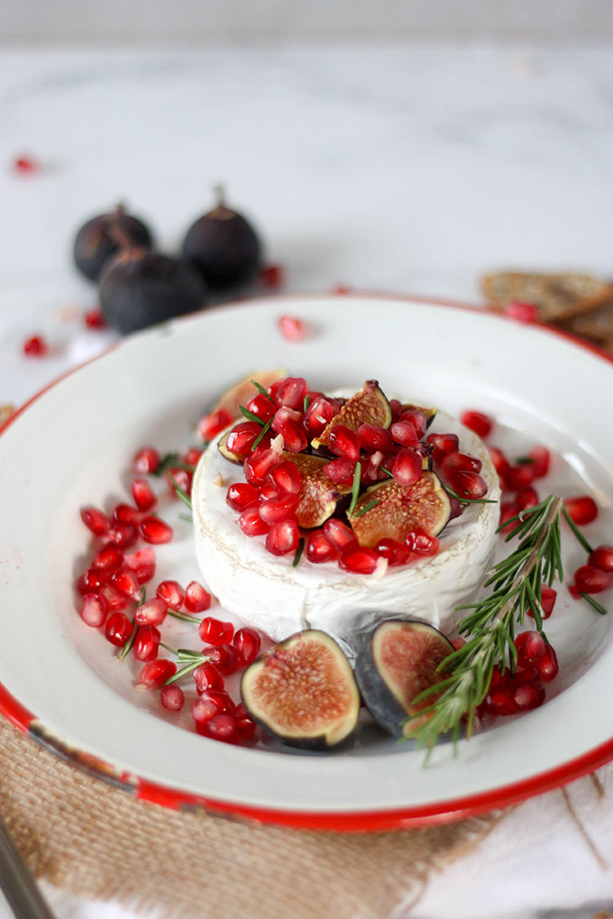 Oven Baked Brie with Fig & Pomegranate www.thehomecookskitchen.com perfect for a festive party! #festiverecipe #thanksgivingappetizer #christmas