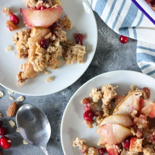 Apple, Pear and Cranberry Breakfast Crisp - a great christmas recipe, hearty, healthy and easy to make www.thehomecookskitchen.com