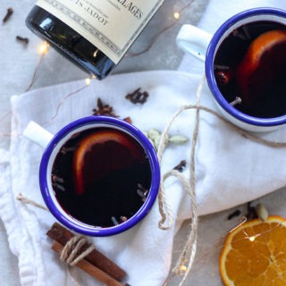 The perfect cozy drink for the winter season www.thehomecookskitchen.com mulled wine