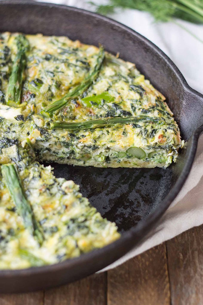 a spinach frittata in a cast iron skillet